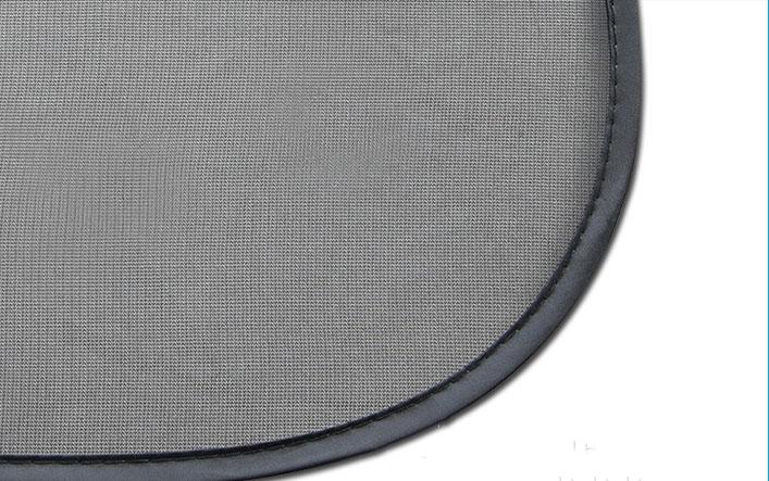 Tấm chắn nắng ô tô dạng lưới có khung hút kính bằng 2 cốc hút