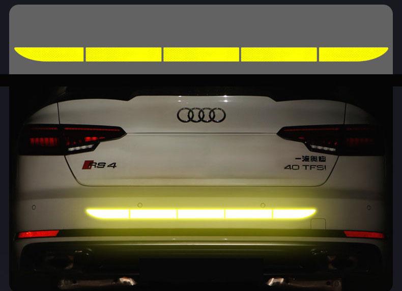 Decal dán phản quang đuôi xe ô tô