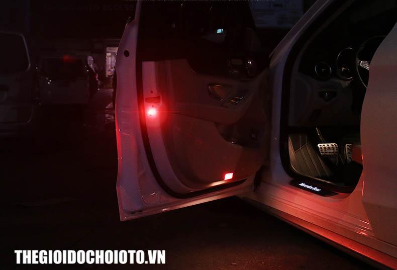 Đèn led cảnh báo không dây dán cánh cửa xe ô tô