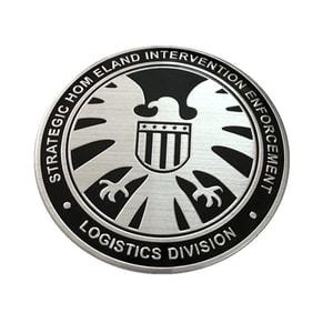 https://thegioidochoioto.vn/upload/images/sanpham/decal-o-to/tem-logo-kim-loai-hinh-dai-bang-shield-mau-2/tem-logo-kim-loai-hinh-dai-bang-shield-mau-2-1-sm.jpg
