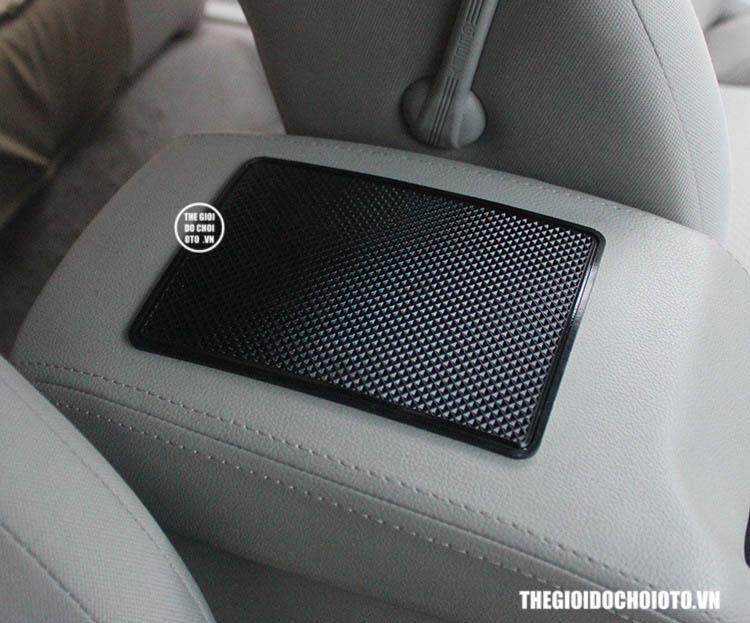 Miếng dán điện thoại, để đồ chống trượt trên ô tô