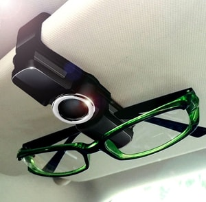 Kẹp kính mắt gắn tấm chắn nắng ô tô xoay 360 độ ( mẫu 3 )