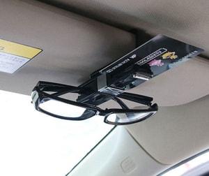 Kẹp kính mắt gắn tấm chắn nắng ô tô xoay 360 độ ( mẫu 5 )