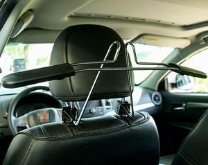 Móc treo áo trên ô tô (mẫu 1)